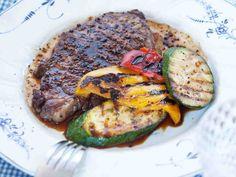 Naudan ulkofilee kypsyy grillissä meheväksi pihviksi. http://www.yhteishyva.fi/ruoka-ja-reseptit/reseptit/pippuriset-grillipihvit/01427