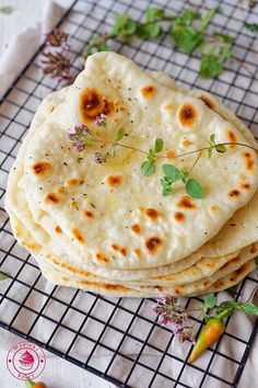 drożdżowe chlebki naan Naan, Home Food, What To Cook, Easy Meals, Dessert Recipes, Food And Drink, Cooking Recipes, Yummy Food, Lunch