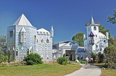 Howard Solomon, Solomon's Castle, Solomon's Castle Florida, Florida aluminium castle, Florida swamps, discarded materials, tourist attractions Florida, Florida architecture, recycled materials, green architecture, newspaper printing tiles, aluminium facade, medieval castles