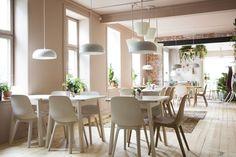 Hjemmekoselig kafé i urbane omgivelser