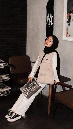 Hijab Fashion Summer, Street Hijab Fashion, Muslim Fashion, Skirt Fashion, Casual Hijab Outfit, Ootd Hijab, Casual Outfits, Indie Outfits, Teen Fashion Outfits