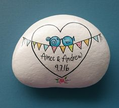 Great idea for wedding or anniversary. Pebble Painting, Pebble Art, Stone Painting, Painted Rocks Craft, Hand Painted Rocks, Painted Stones, Rock Painting Ideas Easy, Rock Painting Designs, Rock Decor