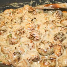 Meatballs with Mushroom Sauce - If you're looking for a quick and delicious dinner idea, give this meatball with mushroom sauce a try. If you skip the breadcrumbs in the meatballs you have a great low carb dinner. Ground Beef Recipes, Pork Recipes, Cooking Recipes, Healthy Recipes, Meatball Recipes, Recipies, I Love Food, Good Food, Yummy Food