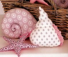 Maternity - baby girl photography bird house pattern - Printable gift box tomorrows monday funny quotes cute baby monday days of the week hu. Sewing Toys, Sewing Crafts, Sewing Projects, Fabric Toys, Fabric Crafts, Custom Pillows, Decorative Pillows, Diy Toys, Softies
