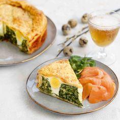 Frasig påskpaj med spenat, ägg och ost | Maud Onnermark Spanakopita, Fresh Rolls, Ricotta, Healthy, Ethnic Recipes, Frases, Pink, Health