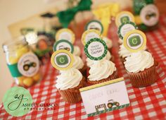 Today's party feature is a John Deere party that was put together and photographed by Ashley Glasco Photography! Being a crafty mama AND a professional photographer, Ashley handled the invitation printing and added a beautiful photograph of her son on the reverse of my tractor ...
