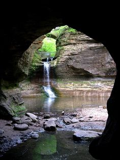 A wonderful park to explore Another wonderfall park near by is Starved Rock. And there is no fees to visit the parks in IL. Cascade Falls, Matthiessen State Park, Illinois (by cacamera).