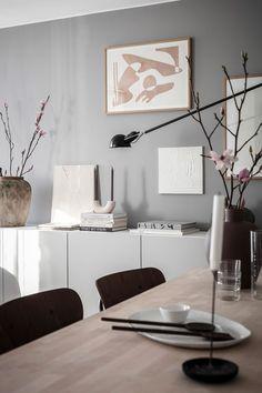 Beige Curtains, Diy Curtains, Architecture Design, Diy Y Manualidades, Fabric Armchairs, Beautiful Interior Design, Nordic Design, Dining Room Design, Cozy