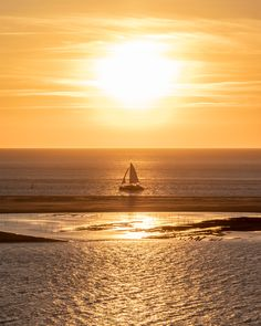 High quality photo or canvas print of a ship sailing into the stunning golden sunset.  Best quality for your best memories! For that reason, we print your photos exclusively on high-quality premium paper (color-fast, UV-resistant). Low cost canvas printing, strung and ready for instant hanging.