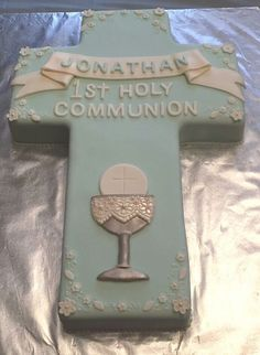 First Holy Communion cake for Melani but in pink Boy Communion Cake, First Holy Communion Cake, Holy Communion Dresses, First Communion For Boys, First Communion Favors, Comunion Cakes, Confirmation Cakes, Baptism Cakes, Cross Cakes