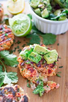 Salmon Burgers with Avocado Salsa yummy This tasty and easy Salmon Burger recipe is not to be missed! Ditch the bun and serve it with mouthwatering Avocado Salsa. Easy Soup Recipes, Fish Recipes, Seafood Recipes, Chicken Recipes, Dinner Recipes, Cooking Recipes, Healthy Recipes, Dinner Ideas, Ark Recipes