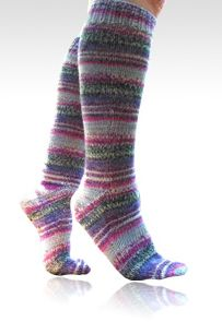 free basic beginner pattern for fingering weight socks, toe-up or top-down socks, one– or two-at a time, using Magic Loop.
