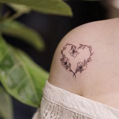 Heart Flower Tattoo, Simple Flower Tattoo, Birth Flower Tattoos, Flower Tattoo Designs, Mini Tattoos, Body Art Tattoos, Small Tattoos, Piercing Tattoo, Daith Piercing