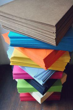Voi scegliete il colore della busta e DisGrafica vi scrive gli auguri personalizzati :)