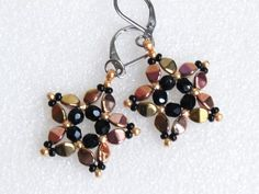 Star season 11 - chir. ocel šperk originální náušnice zlatá moderní elegantní černá hvězda visací jemné chirurgická nerez ocel bižuterie módní perličky broušené duha měděná společenské efektní třpytivé antialergické Seed Bead Earrings, Beaded Earrings, Seed Beads, Beaded Bracelets, Drop Earrings, Milena, Beading, Beadwork, Seasons