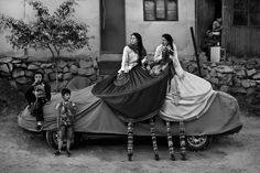 Break time during a street theater festival known as FITECA. Periphery of Lima, Peru. Photographed by Sharon Castellanos.