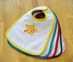 to carry in the hand: Free Pattern: Chunky Monkey Baby Bib