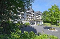 Hotel der Westerwald Treff is een sfeervol en uitgebreid driesterren hotelpark. Het is mooi gelegen in de groene omgeving van het Westerwoud en beschikt o.a over een overdekt zwembad, sauna en zonnebank. Er zijn tevens volop mogelijkheden voor tal van uitstapjes.  Hotel der Westerwald Treff ligt op een heuvelachtig, bebost terrein aan de rand van Oberlahr. Het biedt een ideale uitvalsbasis voor excursies naar de bezienswaardigheden aan de Rijn, de Moezel en de Ahr. Officiële categorie ***