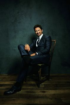 """GERARD BUTLER """"My time revelry is over. Now go to bed to read"""""""