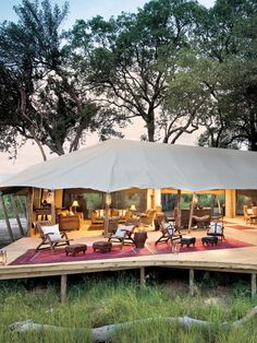 Here's our 10 best glamping safari lodges for an African safari. Glamping combines the authenticity of safari camping with the luxury of a permanent lodge. Luxury Tents, Luxury Camping, New Safari, Vintage Safari, Suites, Tent Camping, Glamping Tents, Campsite, Lodges