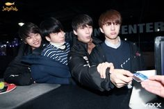 Awww they all look so playful, I wish Leo and Hongbin where there <3