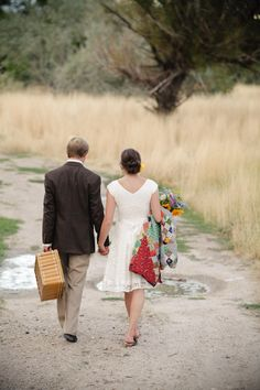 I know this is an article about engagement photos, but I think her dress is very cute, flattering on a body type similar to mine, and might look pretty good with cowboy boots. Going on a picnic- cute engagement photo session idea