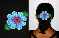 Collar Huichol por BiuluArtisanBoutique en Etsy Beaded Brooch, Beaded Jewelry, Flowers In Hair, Blue Flowers, Tribal Hair, Hair Brooch, Hair Beads, Barrette, Gift Packaging