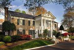We are celebrating 31 years of being open to the public today! Thank you Elvis fans around the world for your continued support!   Elvis Presley's Graceland!