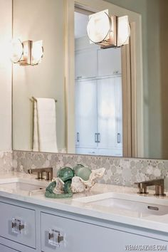 Is this a stunner or what?! Maison de VIE, the showhouse in WaterColor, Florida, was a collaboration between VIE Magazine, Coastal Elements Construction and Q-Tile who brought together a team of am…