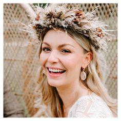Flower Hair Pieces, Flowers In Hair, Dried Flowers, Flower Crown Bride, Flower Crowns, Wedding Inspiration, Wedding Ideas, Festival Wedding, Floral Hair