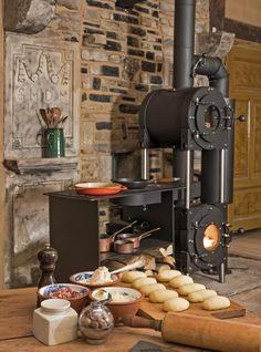 Best Photos Pellet Stove cooking Ideas Pellet stoves are a fun way to save money although comfy during those sluggish cold months of winter from home. Wood Stove Cooking, Fire Cooking, Kitchen Stove, Cooking Light, Stove Fireplace, Fireplace Design, Wood Stove Heater, Tiny Wood Stove, Wood Pellet Stoves