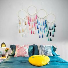 room diy hanging Flawless Stunning DIY Hanging Decoration Ideas For Bedroom You Must Try Your bedroom is a sacred space. This is a room where you can rest and rejuvenate yourself. Making a comfortable and orderly space is important. Decoration Bedroom, Diy Room Decor, Diy Tapete, Diy Wallpaper, Bedroom Wallpaper, Trendy Wallpaper, Ideias Diy, Diy Décoration, Easy Diy