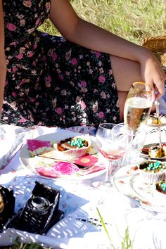 Summer to-do: picnic {with champagne}