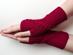 For these mittens, I used my three-stranded horizontal cables (Rapunzel, available on Ravelry). Crochet Wrist Warmers, Arm Warmers, Crochet Mittens, Knit Crochet, Crochet Designs, Mitten Gloves, Rapunzel, Fingerless Gloves, Crochet Projects