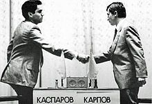 In young Kasparov faced veteran Karpov for the World Chess Championship. After 48 games and a controversial end, Karpov got defend his world title which a year later would be taken away by Kasparov at the age of 22 years. Vintage Pictures, Pictures Of You, Anatoly Karpov, Garry Kasparov, Hungry Children, Kids, Berlin Street, Rare Videos, Classic Board Games