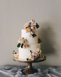 Gorgeous wedding cake inspiration Must see these Gorgeous wedding cakes have got a wow factor – wedding cake , three tier wedding cake Big Wedding Cakes, Wedding Cake Fresh Flowers, Floral Wedding Cakes, Wedding Cake Rustic, Wedding Cake Toppers, Boho Wedding, Wedding Colors, Wedding Donuts, Wedding Themes