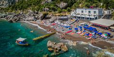 The Treville Beach Club offers privacy and exclusivity in a small heavenly corner of the Positano coast. Perfect Image, Perfect Photo, Love Photos, Cool Pictures, Costa, Time Stood Still, Positano, Us Beaches, Italy Travel