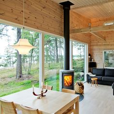 decorating a new home Scandinavian Cabin, Contemporary Cabin, Casas Containers, Tiny House Cabin, Cottage Interiors, Cottage Design, House In The Woods, Home Living Room, Future House