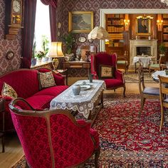 Victorian Living Room, Victorian Home Decor, Victorian Interiors, Old Mansions Interior, Home Room Design, House Design, Brown Couch Living Room, Rose House, Interior Architecture