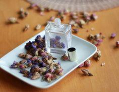 Découvrez tous nos conseils et recettes pour créer votre propre parfum 100% naturel. A découvrir dans notre rubrique dossier !