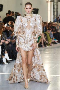 Elie Saab Spring 2020 Couture Fashion Show - Vogue Elie Saab Couture, Haute Couture Fashion, Couture Style, Haute Couture Dresses, Fashion Week, Look Fashion, Runway Fashion, Fashion Outfits, Net Fashion