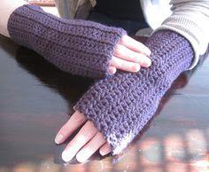 The Crafty Novice: DIY Crochet: Fingerless Gloves