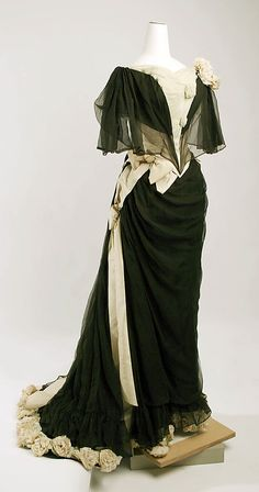 circa 1890 sik and cotton Evening dress by House of Drécoll, Austrian