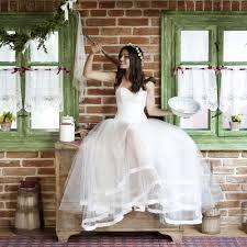 """Résultat de recherche d'images pour """"photo de couple mariage originale"""" Photo Couple, Mermaid Wedding, Formal Dresses, Wedding Dresses, Marie, Ball Gowns, Graduation, Instagram, Inspiration"""