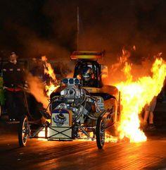 Rat Trap AA/FA doing fire burnout. Dodge Charger Daytona, Car Fuel, Nhra Drag Racing, Drag Bike, San Gabriel, Race Engines, Vintage Race Car, Drag Cars, American Muscle Cars