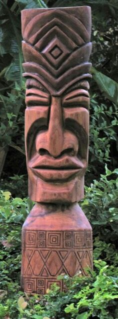 Smiling Big lips with nice designs top and bottom Tree Carving, Wood Carving, Tiki Maske, Tiki Pole, Tiki Art, Tiki Tiki, Tiki Head, Tiki Statues, Tiki Lounge