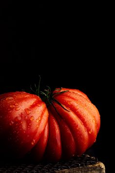 Tomate by Raquel Carmona. Perfect heirloom tomato still life.