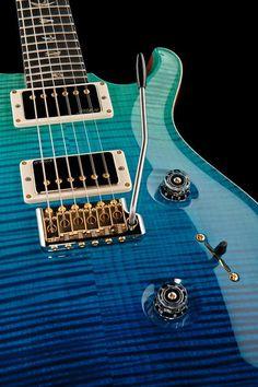 PRS Custom 24 Artist Package Blue Fade, e-guitar, mahogany body, artist grade flamed maple top.