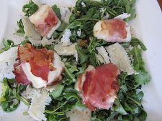 Gebratener Schafskäse im Speckmantel auf Rucola-Parmesan-Salat 7