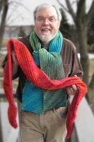 Faux chenille scarves made by cutting on the bias. Super easy and quick. Chenille Crafts, Chenille Blanket, Fabric Crafts, Fabric Yarn, Chenille Fabric, Scarf Tutorial, Diy Scarf, Rag Quilt, Free Sewing